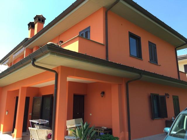 Pittura esterna casa grigiano pittura edile roma provincia - Pitturare casa esterno colori ...
